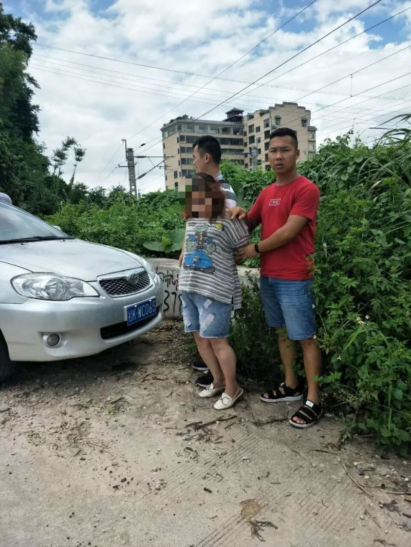 """""""今年7月14日早上,家住北流市新圩镇的黄某明在开车途中,遇到一名开小"""