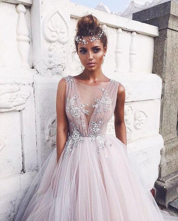 婚纱造型绝非一成不变!时尚新娘就以这些头饰代替头纱吧!
