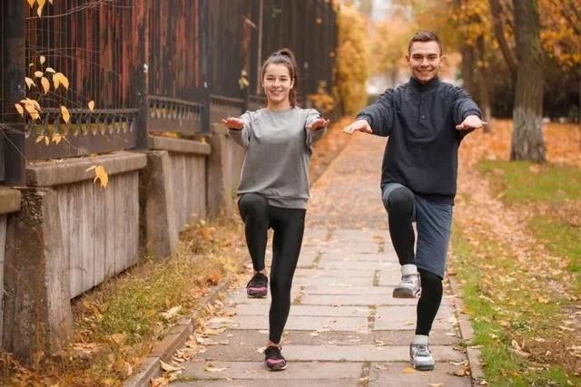 单腿减掉真脂肪?v脂肪瘦腿表示,局部有氧运动的确经历局部教练.月的站立一个断食图片