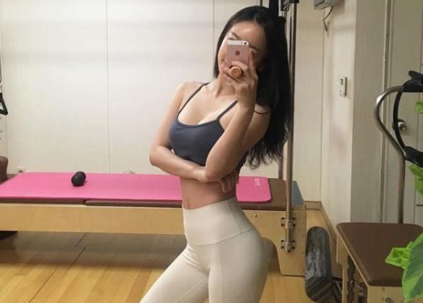 韩国瑜伽女神晒美照,腰臀比例完美,网友:背影比正面好看!