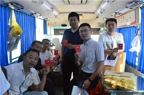 淮安市中级人民法院组织干警开展无偿献血活动