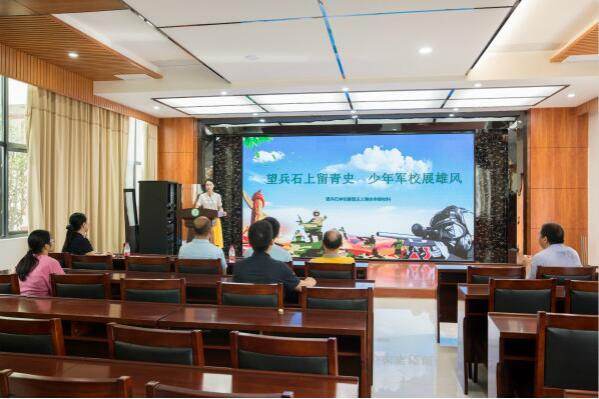 荆门市爱国主义教育基地评审组到望兵石学校看现场