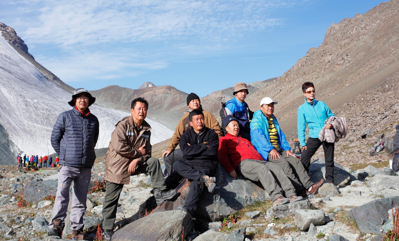 """""""高反爬二十步就不行了"""",6名摄影师冒险进入神山,平均超过50岁"""