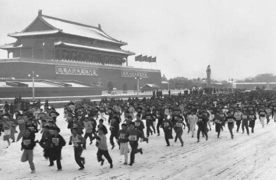 """史铁生寄语""""北京半马""""冠军:先别去死,再试着活一活!"""