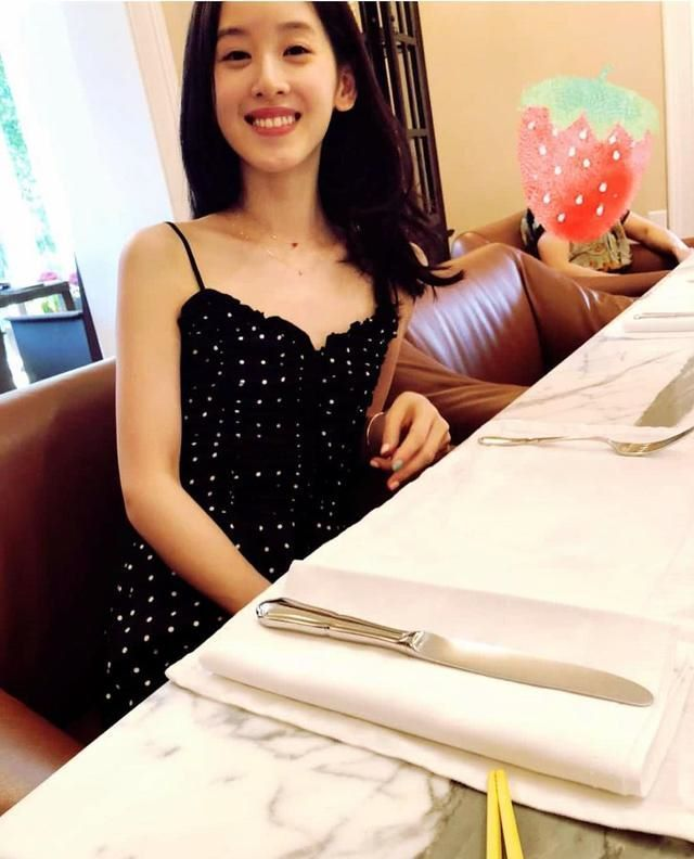 娇妻被很很干_不禁让人想到,娇妻这么少女,在一旁的刘强东是不是很有危机感呢?
