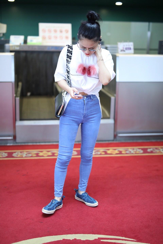 服了袁娅维,牛仔裤快撑爆了还硬穿,粗壮的腿看得人尴尬癌都犯了