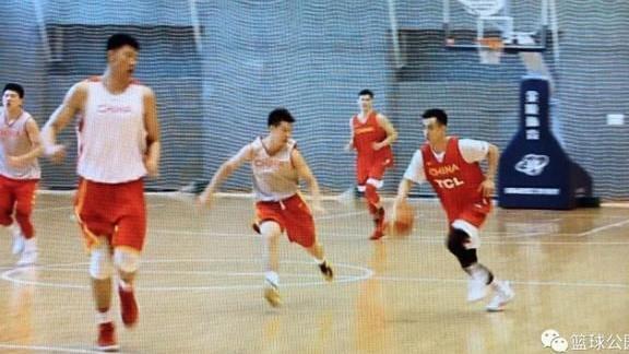 赵继伟受伤画面曝光 这一刻中国篮球为你伤心!