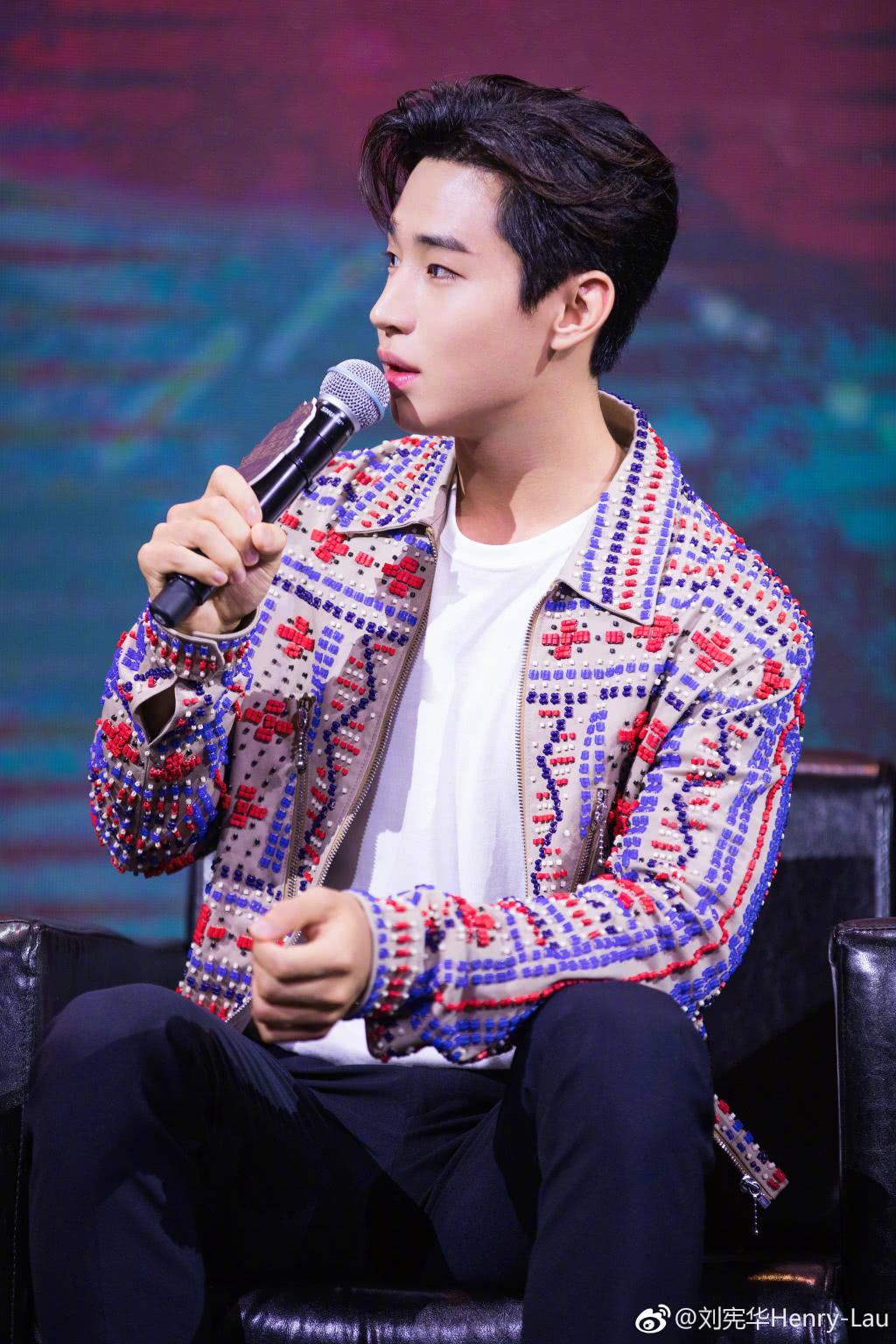 178的刘宪华,西装阔腿裤穿成188大长腿,网友:说好的五五开呢!