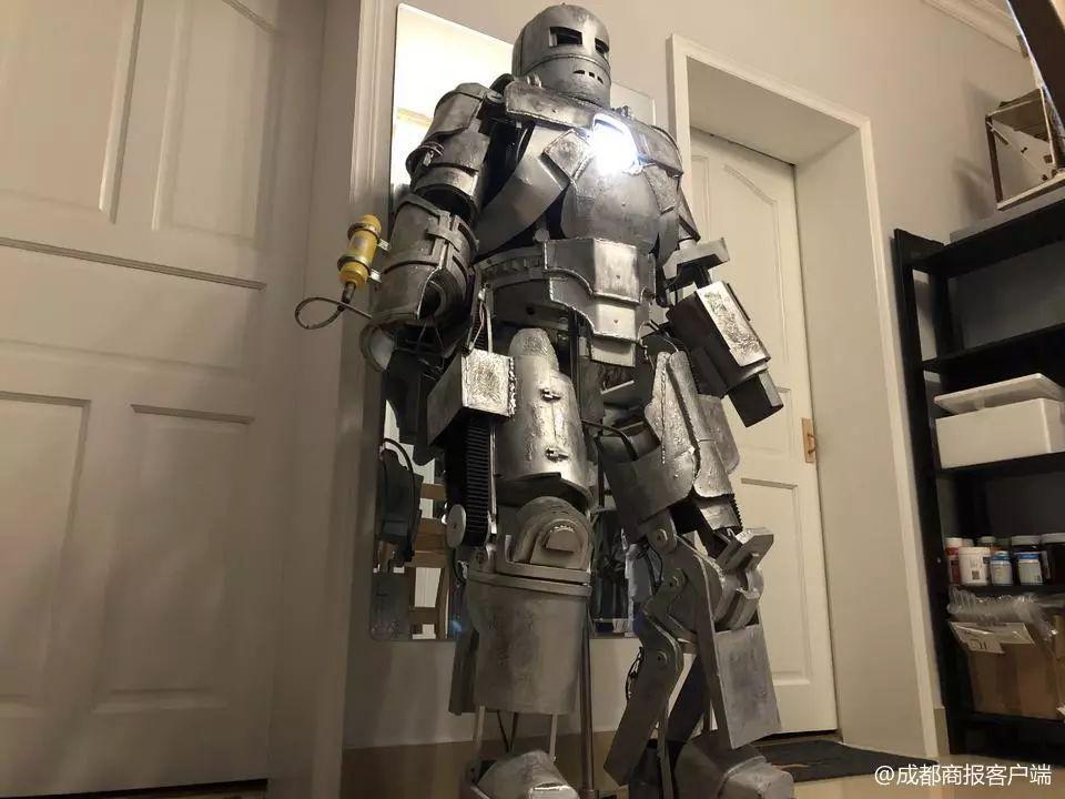 """燃!成都小伙花400小时手工打造""""钢铁侠""""战衣,机械感爆棚!"""