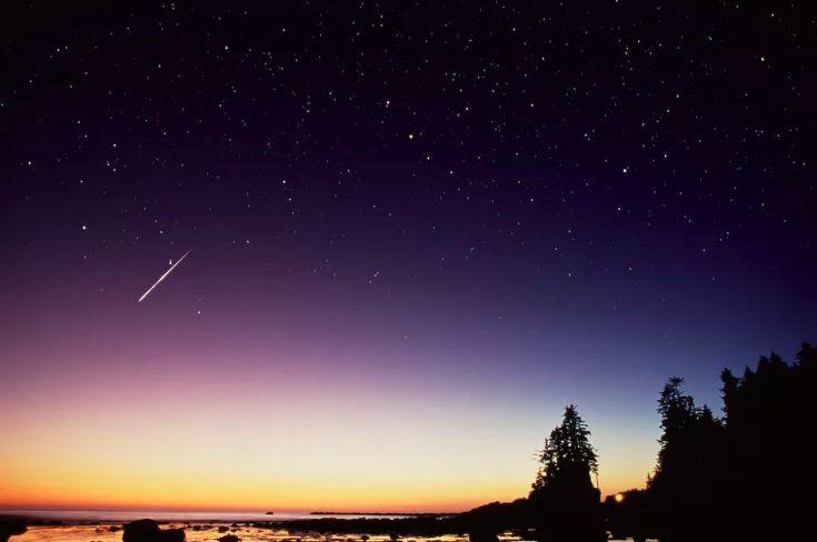 这个周末,在休斯顿郊外抬头仰望星空,说不定能看到英仙座流星雨哦!图片