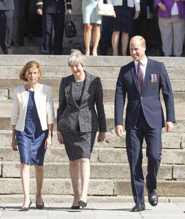 法国总统真是宠溺妻子!马克龙拒威廉王子邀约,竟为了陪老婆旅游