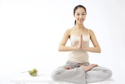 产后恢复瑜伽课图片