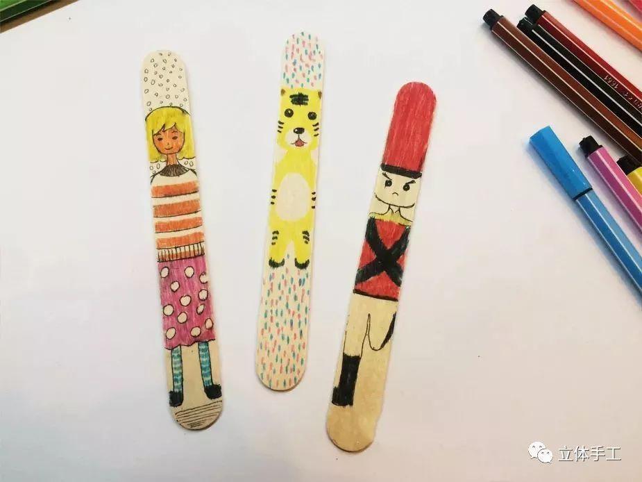 光是涂涂画画,一枚漂亮的冰糕棍书签就出现啦~ 各色水彩笔,雪糕棒 在图片