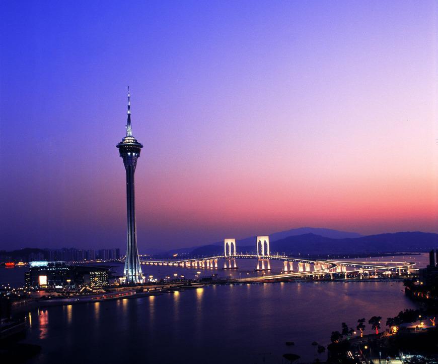 在澳门旅游塔挑战全世界最高的城市商业蹦极,233米高堪比跳楼!
