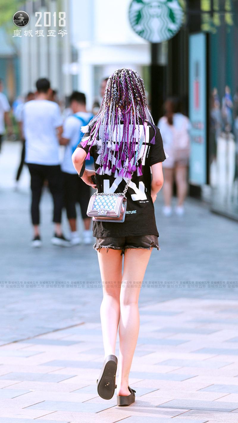 街拍:大花臂彩色脏辫,时髦的潮流元素就要这样玩