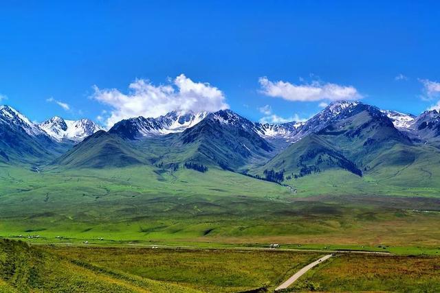 新疆颜值爆表公路,五彩盘龙谷,醉美那拉提,一路风景美不胜收