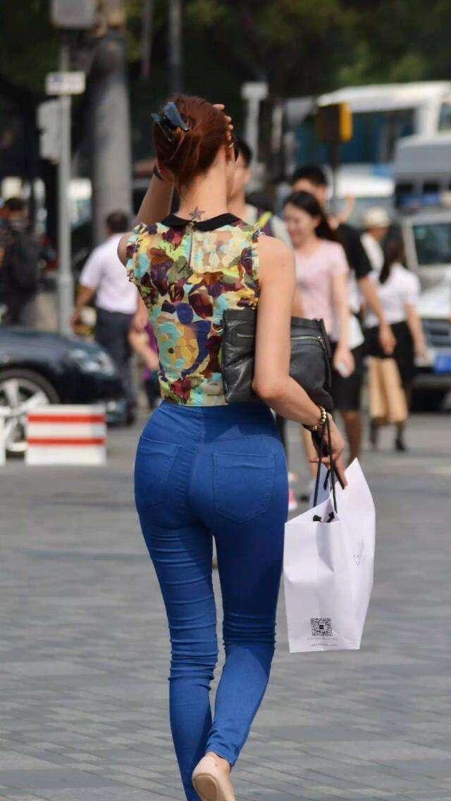 无论身材丰满清瘦, 穿上修身裤的背面或侧面, 效果都是出奇的好!
