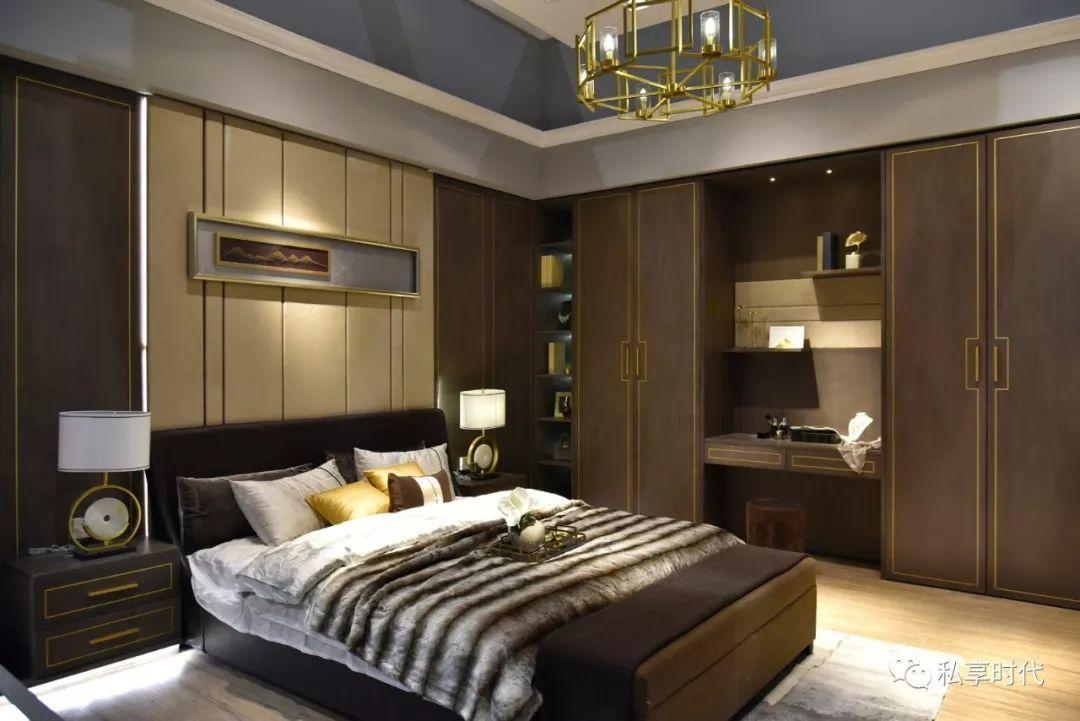 嵌入铜条的新中式门板,让卧室更加轻奢时尚,满足了人们对个性化家居图片