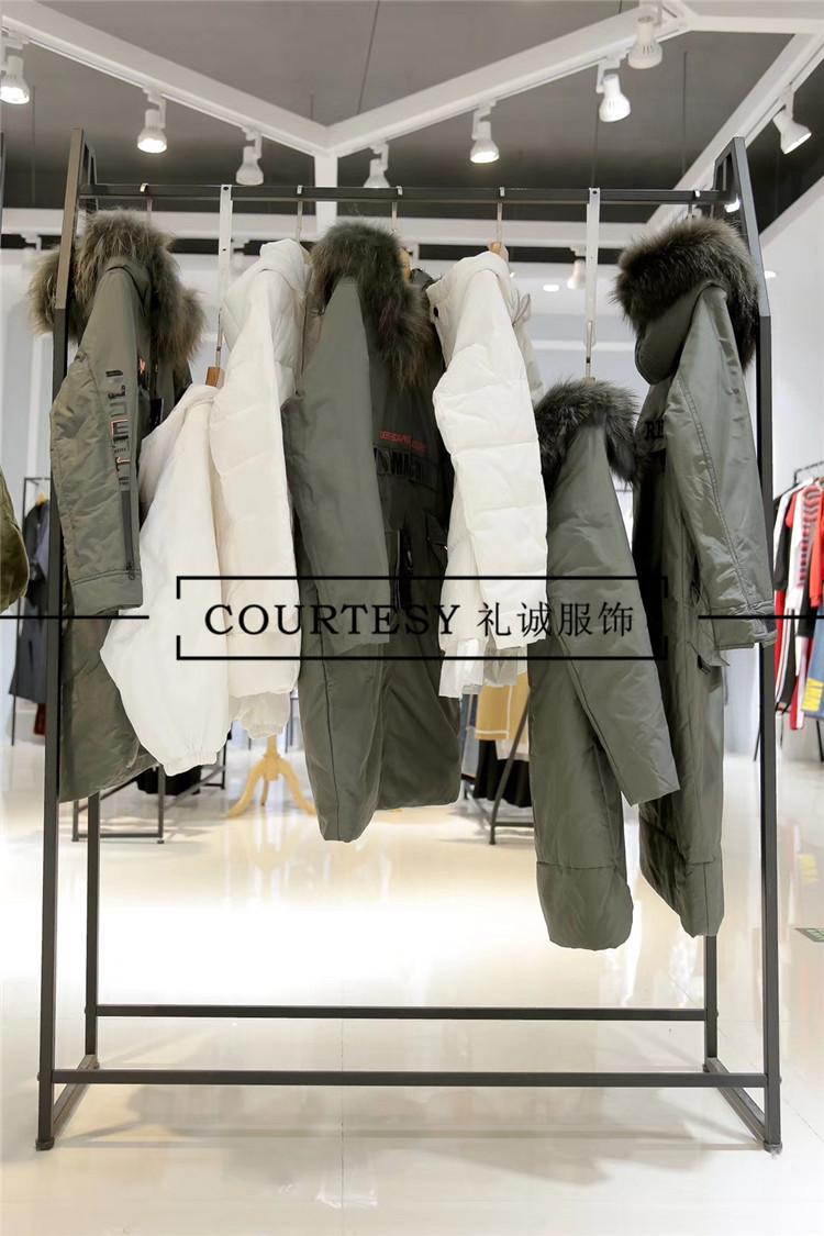 杭州女装折扣店经营中如何赢得顾客的好感?