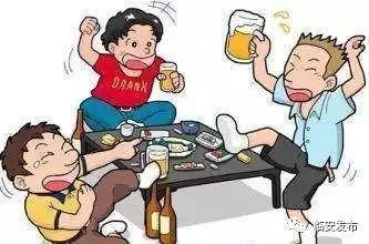 赤膊,喝酒,划拳,不管在街边小摊图片