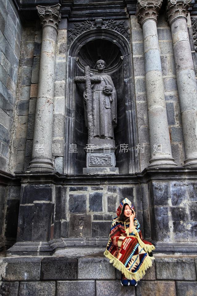 被印在国家发行的货币上,可见厄瓜多尔女人背孩子的方式多么独特