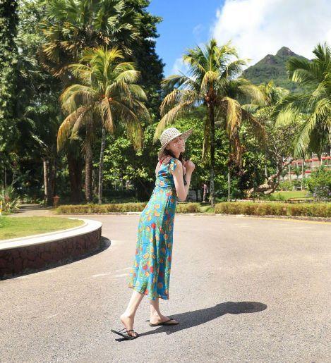 迪丽热巴的《慢游全世界》,每张照片都藏着她对世界的爱