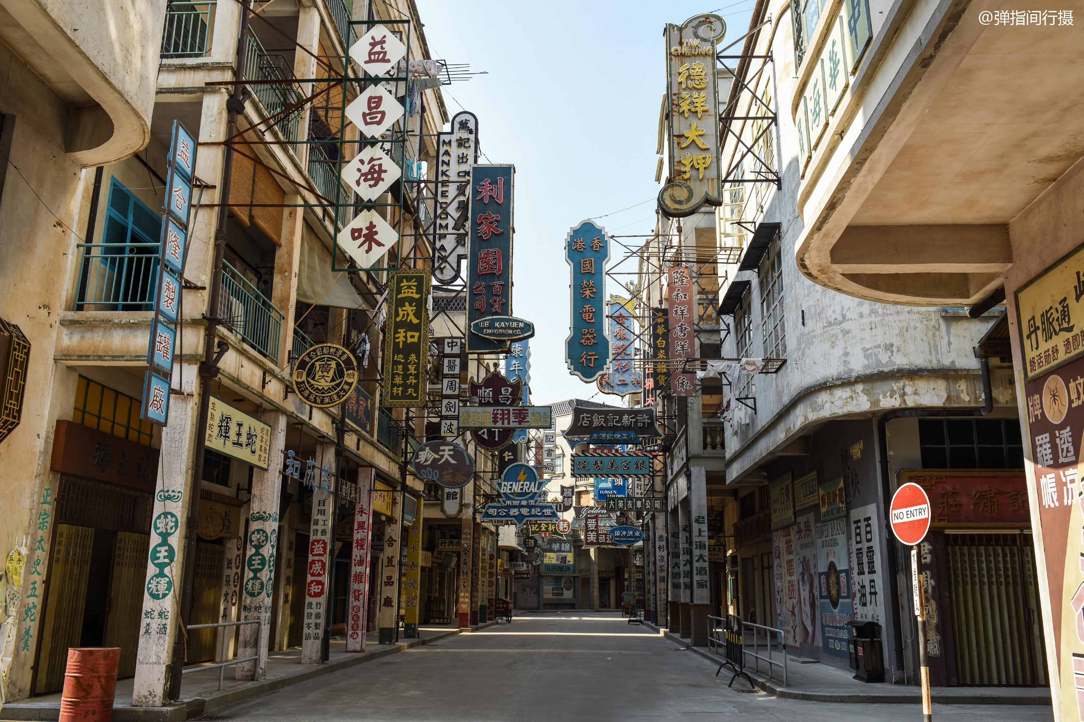 近年热门港片不少在此取景,广东人在森林公园中还原出一个老香港