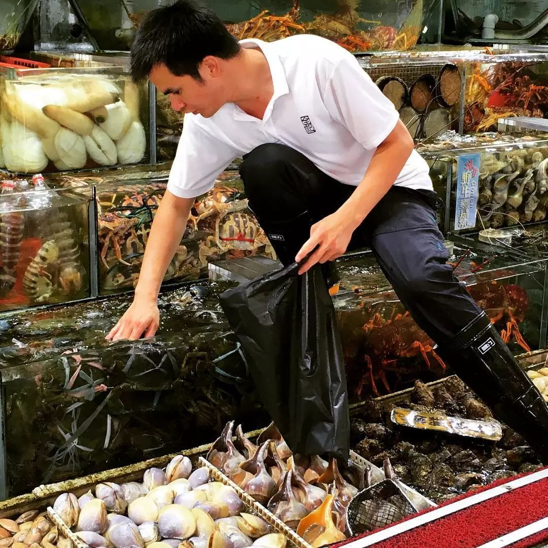 西贡这个美食宝地不光有价廉物美的海鲜排档,还是个隐世天堂!
