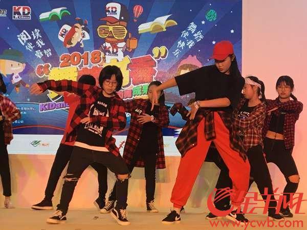 好酷!萌娃南国书香节上秀街舞