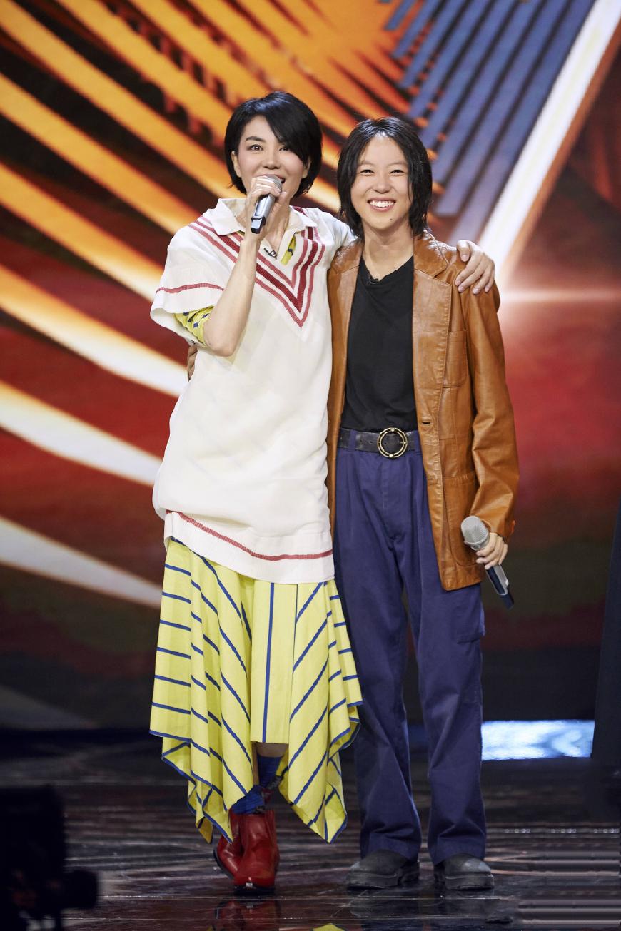 王菲综艺首秀,惊艳的不仅是天籁歌喉,还有时刻在线的惊艳造型