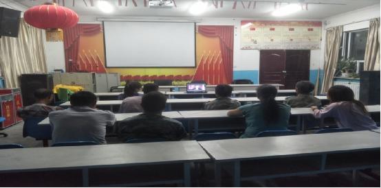 台斯坎力克村组织观看《遗忘初心之后》 警示教育片