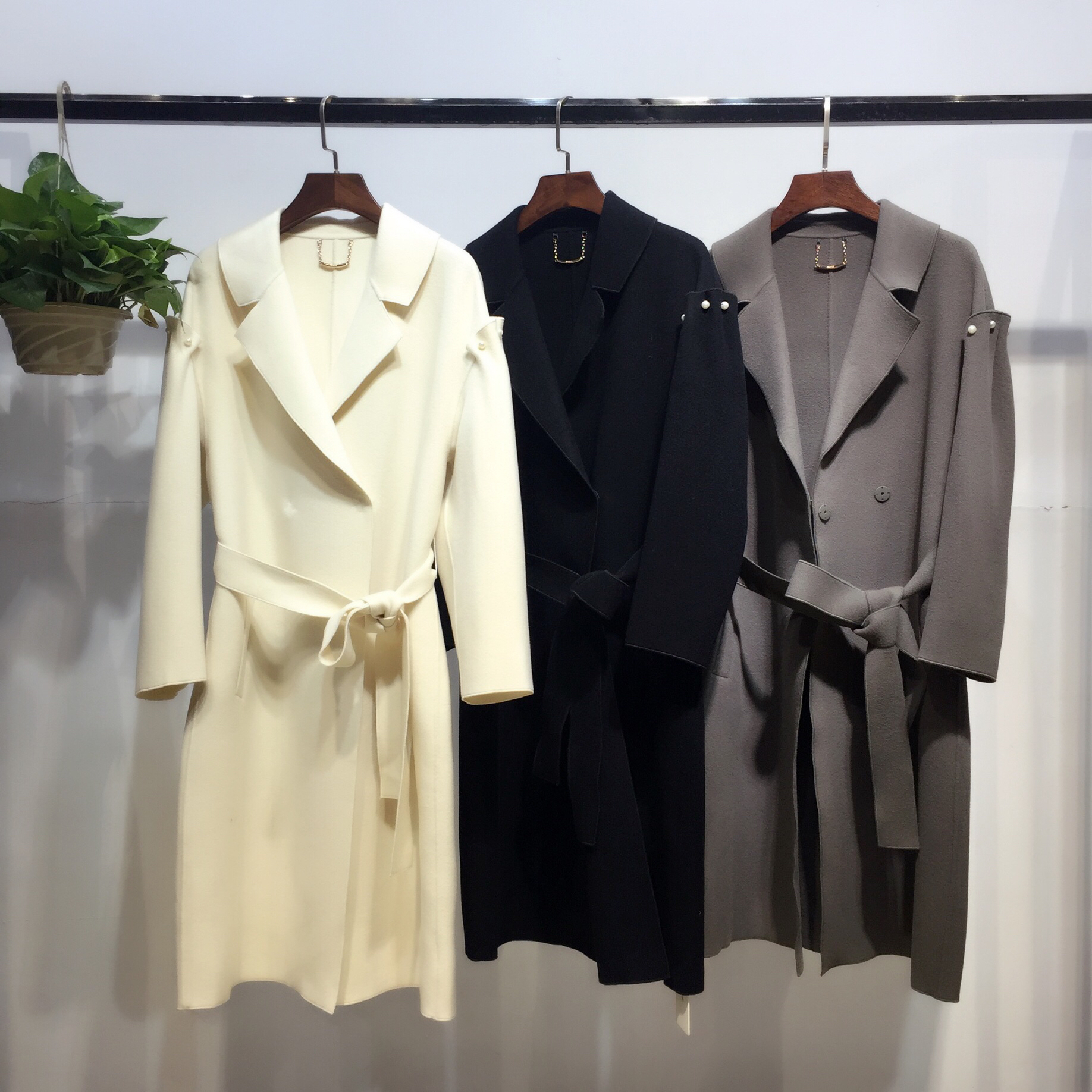 """服装店铺业绩倍增的""""11项分析""""大衣世家品牌折扣批发"""