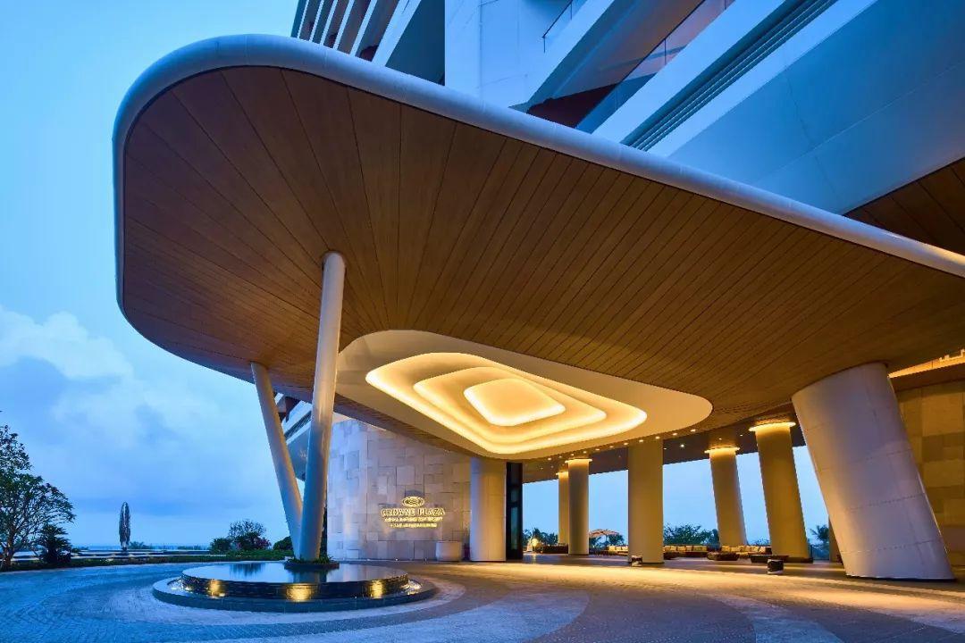 如果单纯从颜值看今年新开业的三亚海棠湾仁恒皇冠假日度假酒店称得上图片