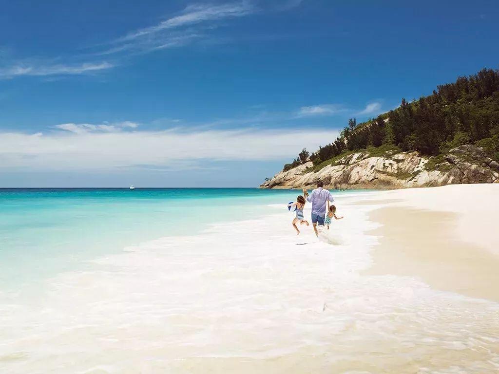 迪丽热巴旅行纪录片在这拍!世界排名前三的海滩都在这,还免签!