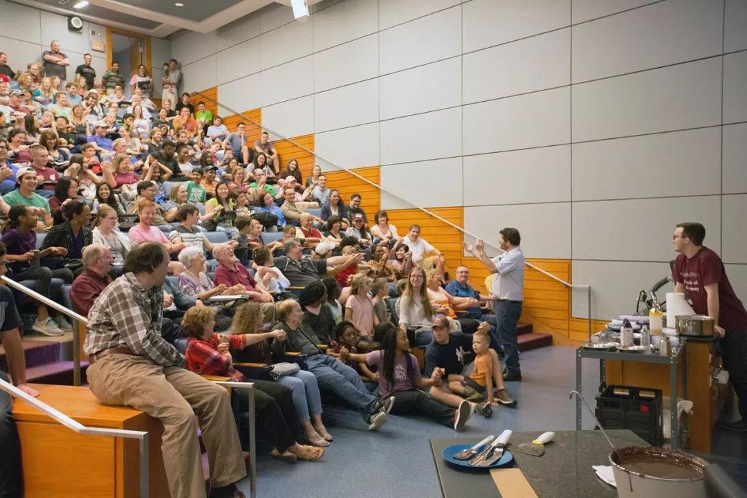 哈佛为何不畏惧社会巨变:独立之精神,自由之思想