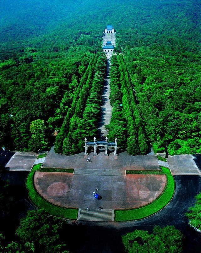 """南京中山陵:""""钟""""一样的造型其实是设计师吕彦直的无意图片"""