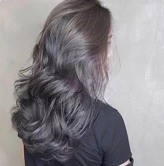 在个性发色中属于低调的类型
