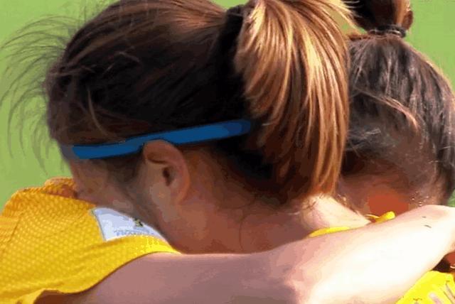 中国女足遭遇压哨进球赛后痛苦令人心碎,男足们应好好学习