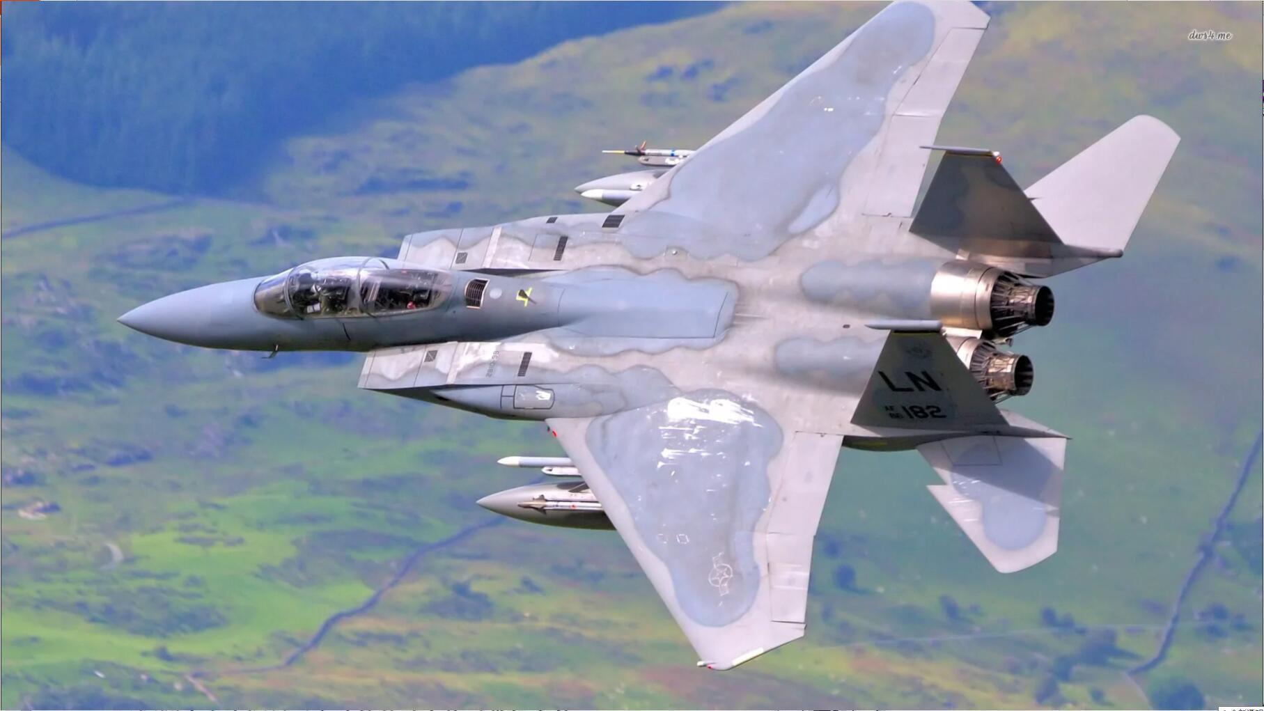正文  歼11b战斗机,盘旋和滚转比较差,遇到歼10不格斗是教条 鸭式布局图片