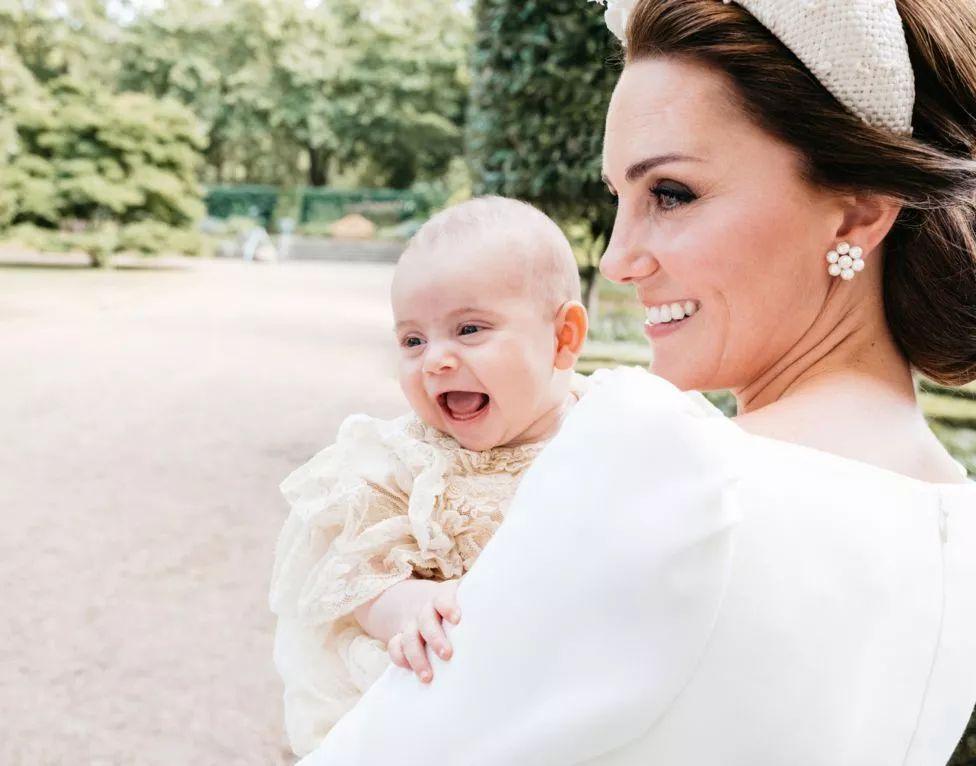 """女王是""""家里蹲大学""""毕业的?查尔斯王子是王室第一个上学的人?"""