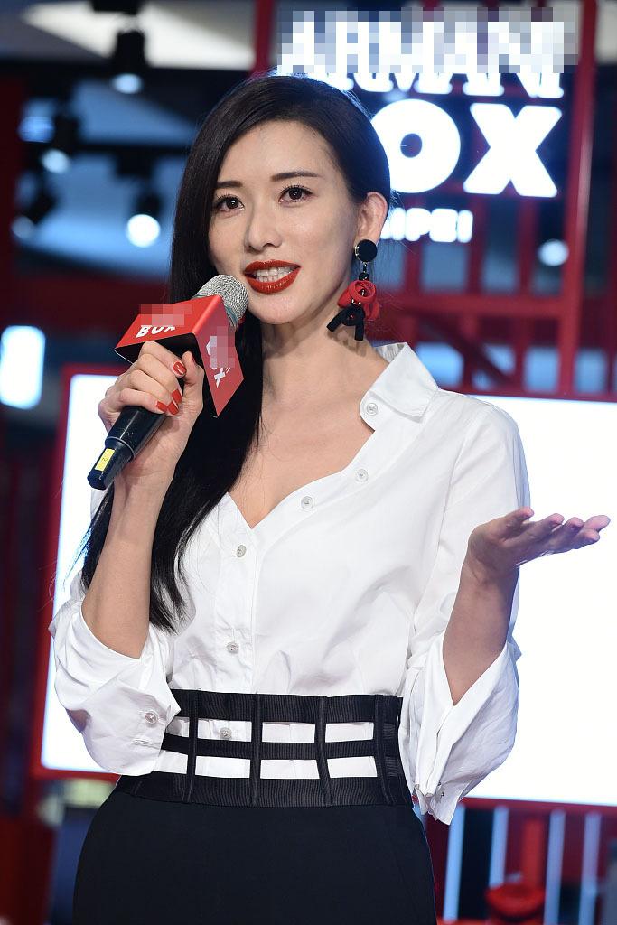 """林志玲小露事业线搭肩""""大猩猩"""" 风格偶像 图4"""