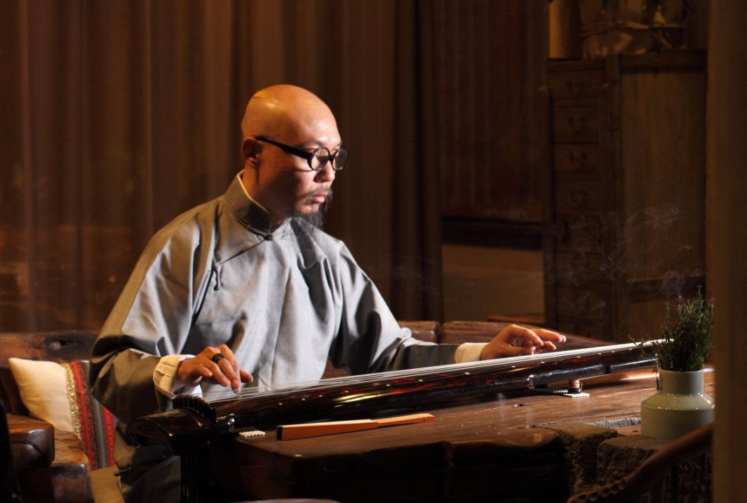 古琴演奏家图片