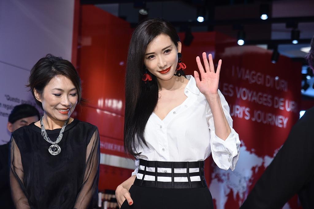 """林志玲小露事业线搭肩""""大猩猩"""" 风格偶像 图11"""