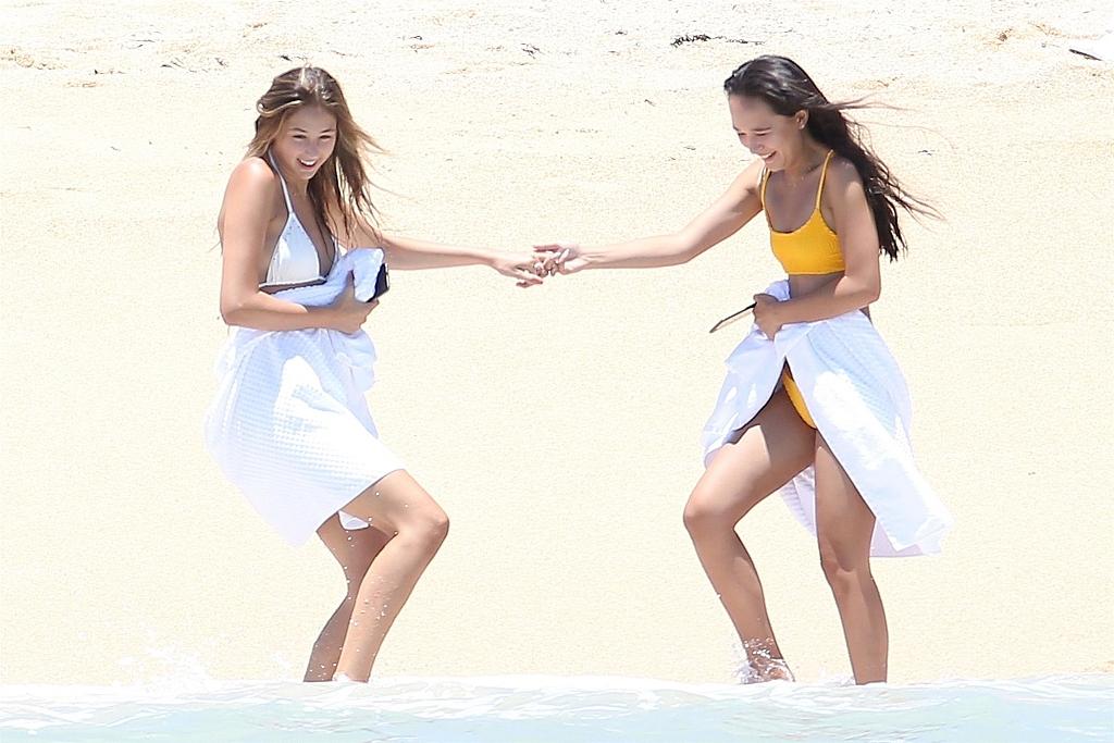 """史泰龙女儿海滩秀性感 姐妹俩""""同款丰臀""""抢镜 风格偶像 图8"""