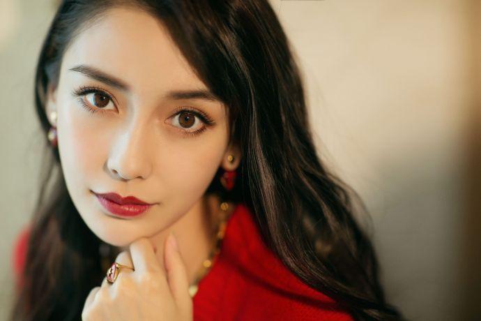 Angelababy穿吊带曲线窈窕 时尚娱乐 图5