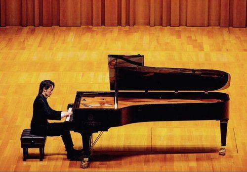 吴牧野全球巡演首站落幕 观众掌声不停钢琴家安可返场