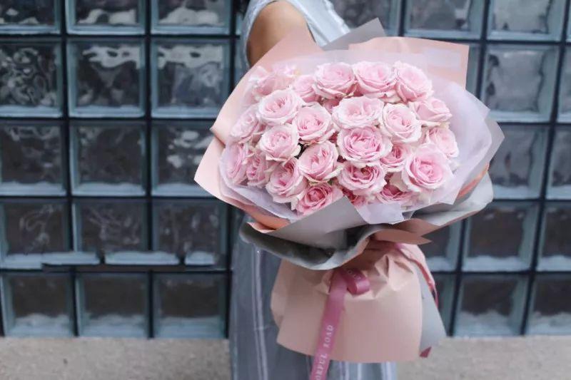 33朵红/粉玫瑰花束