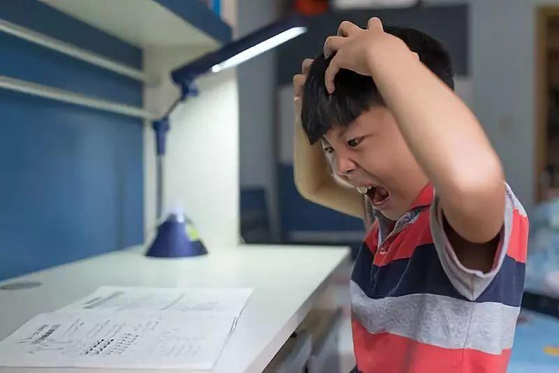 杭州妈妈花钱请导演,帮娃做暑假作业!5分钟视频折腾一个月