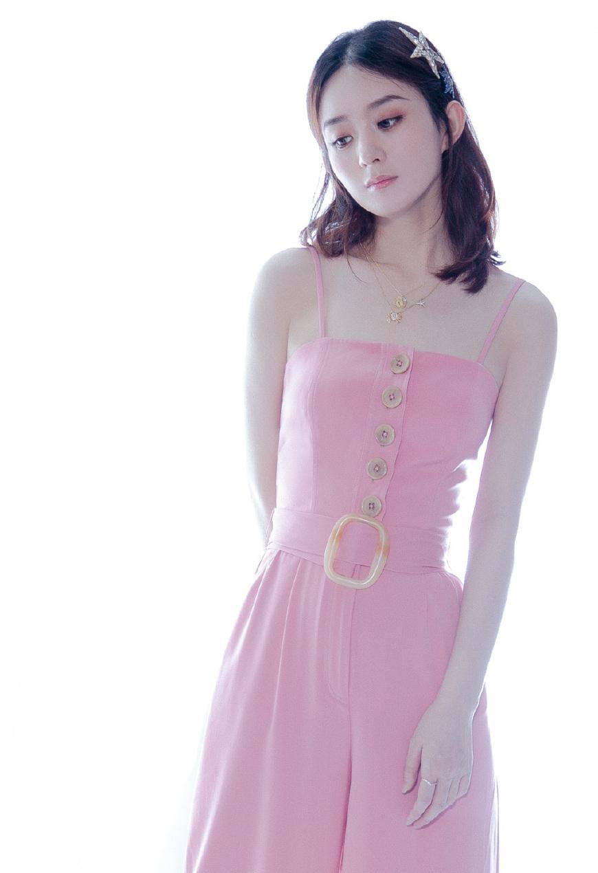 赵丽颖穿粉嫩吊带裤很甜美 小腹平平怀孕传闻不攻自破