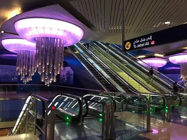 庆祝迪拜宰牲节6天免费停车,假期地铁交通时间表也出炉